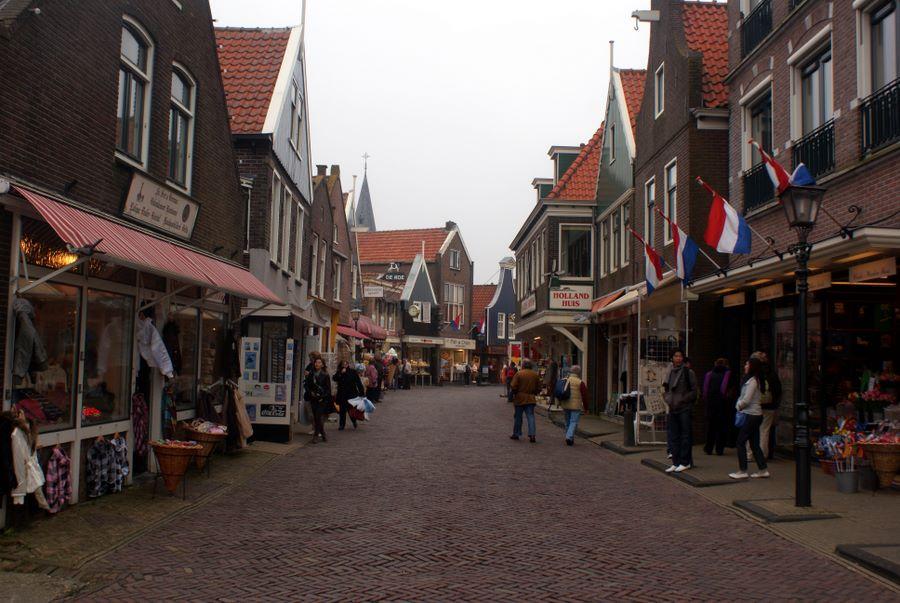 Tourist shops in Volendam